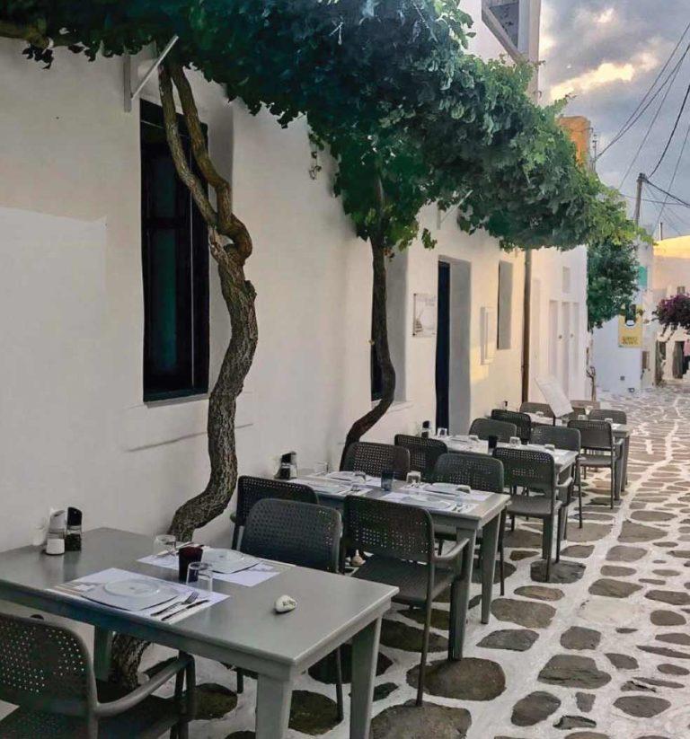 Ανακαινιση all day bar στην Πάρο, έργο της K.DIAKOSMOS-12