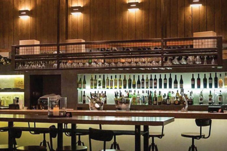 Ανακαινιση all day bar στην Πάρο, έργο της K.DIAKOSMOS-9