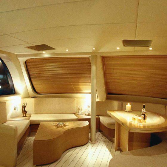 Ανακαίνιση catamaran, έργο της K.DIAKOSMOS-5-2